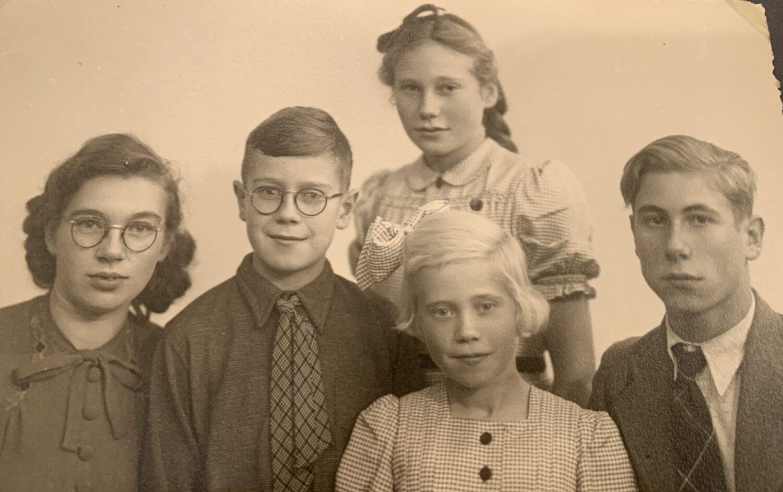 Jan en zijn zussen en oudere broer