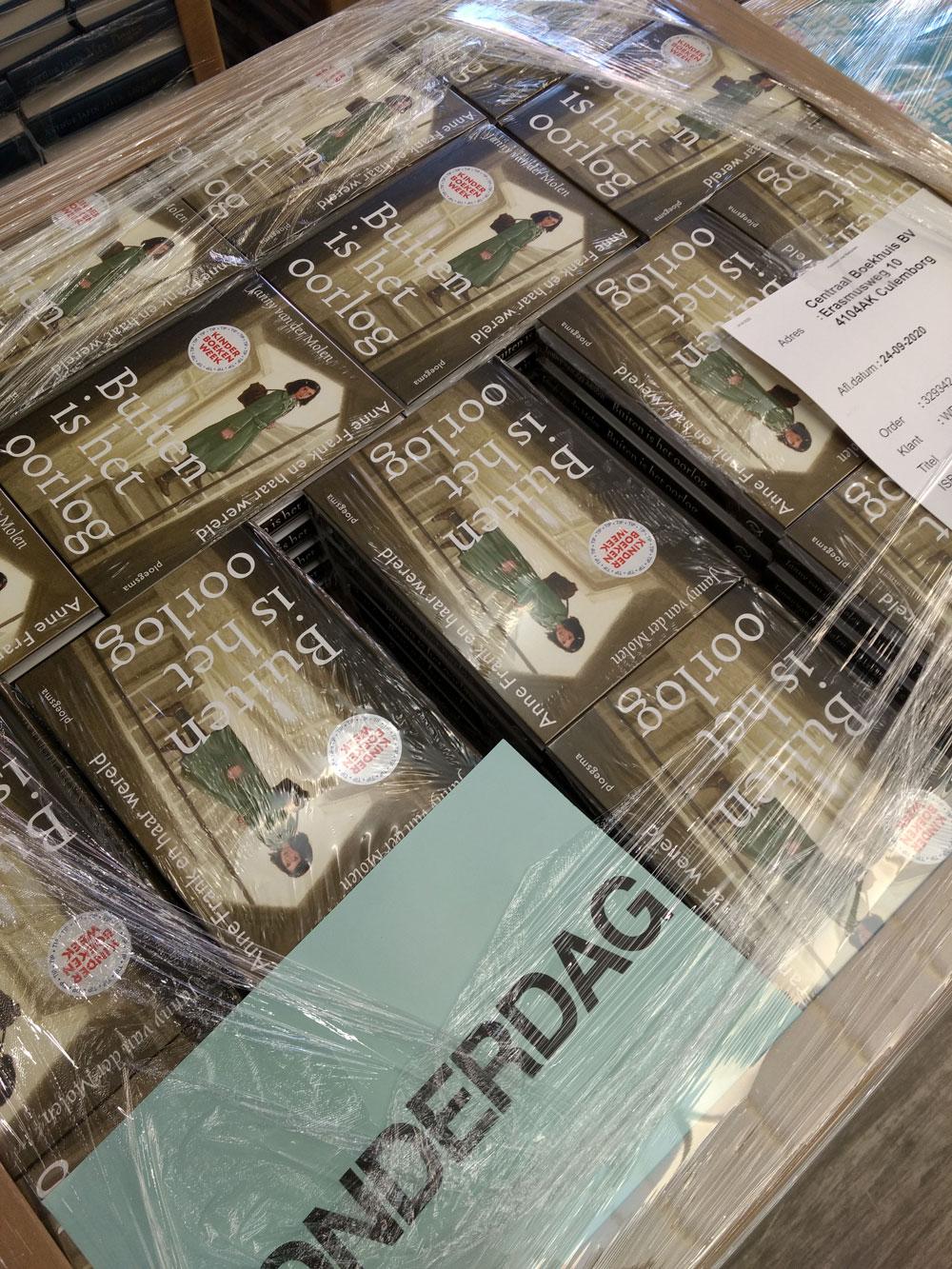 Pallet met boeken bij de drukker